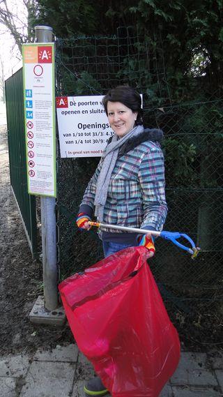 Eef, PPAL holding special red bag of litter & grabber