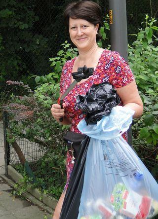 Eef, PPAL holding plastic bag of litter & grabber